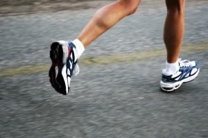 lari dalam bentuk apapun dari jogging hingga sprint mirip kita ...